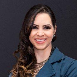 Facetas e Façanhas  Facetas de porcelana e lentes de contato dentárias -  Revista Saúde - Umuarama   PR 5d4024c9b1